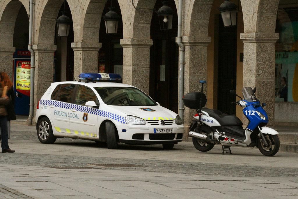 Policía en Segovia también va en Moto.